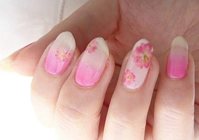 それをどうにかネイルにして、できるなら、桜と一緒にネイルの写真を撮りたい!まさにインスタ映えする桜の写真が撮れるに違いない!と今年も作ってみました。
